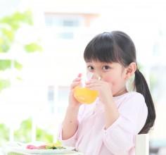 清涼飲料水、ジュースは危険!?子供に与える前に知っておきたいこと